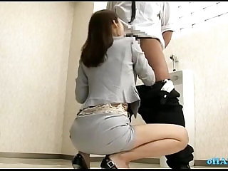 Office Lady Giving Blowjobs For Guys Cums To Mouth In The Toilette