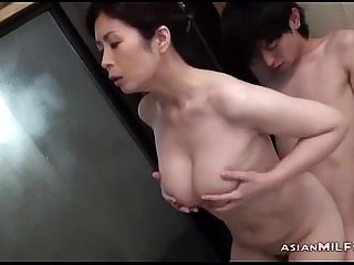 Busty Milf Sucking Young Guy Getting Her Hairy Pussy licked and Fingered In The Bathtube