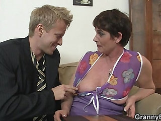 Old mom spreads her legs for hard big cock