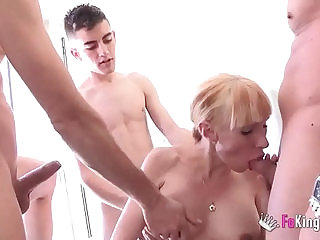 Pregnant Russian cleaning lady licks clean Jordi and his friends cocks