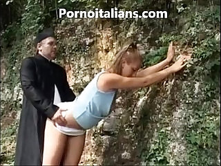Biondina fa pompino al prete nel bosco Blonde blowjob to the priest