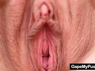 Gorgeous babe Valleria dirty pussy gaping