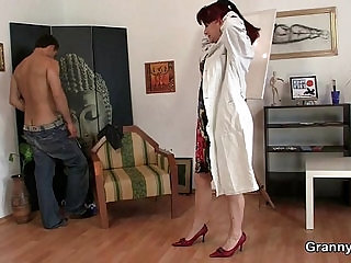 Cock hungry mature paintress takes hard
