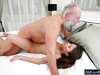 Hungarian Anita Bellini sucks before getting fucked for cum