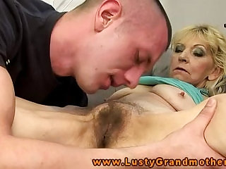Amateur granny gets pussy licked