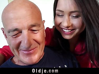 Young wife only thinks of fucking hubby cock and facial cumshot