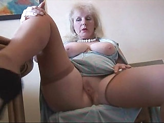 Curvy mature slut lady in stockings strips and poses
