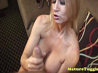 Tugging milf with bigtits swallows cumshot