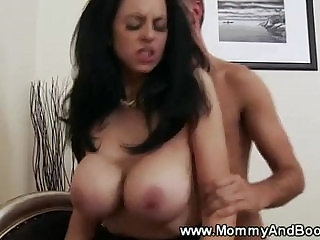 Sexy milf gets a deep in her pussy from lucky guy