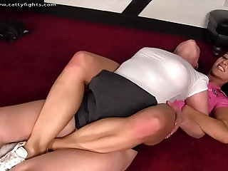 FIGHTING THE MATURE WOMAN DOMINATES THE TEEN